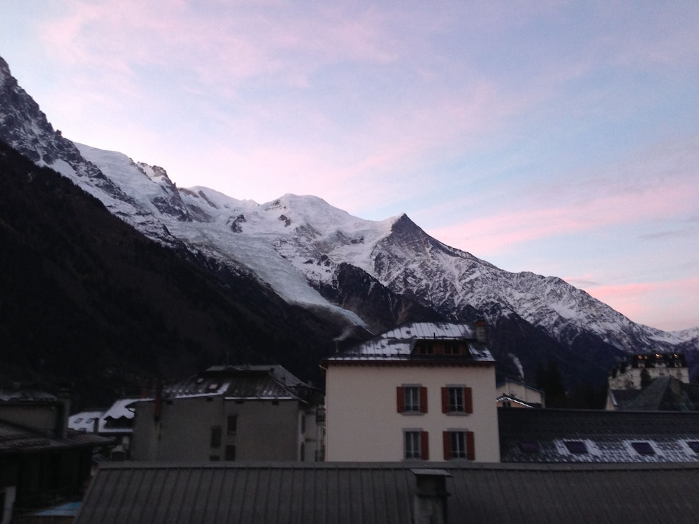 Book appart 39 h tel le g n py chamonix mont blanc hotel deals for Appart hotel alpes