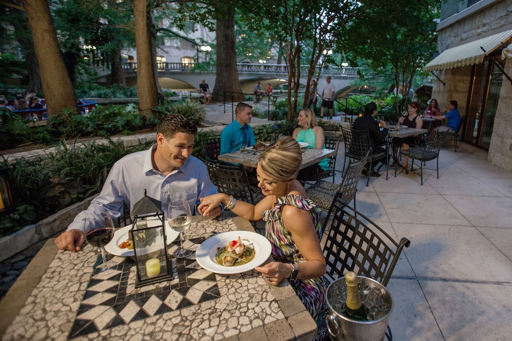 Couples Dining, Hotel Contessa - Luxury Suites on the Riverwalk