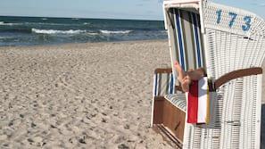 Plage à proximité, sable blanc, beach-volley, bar de plage
