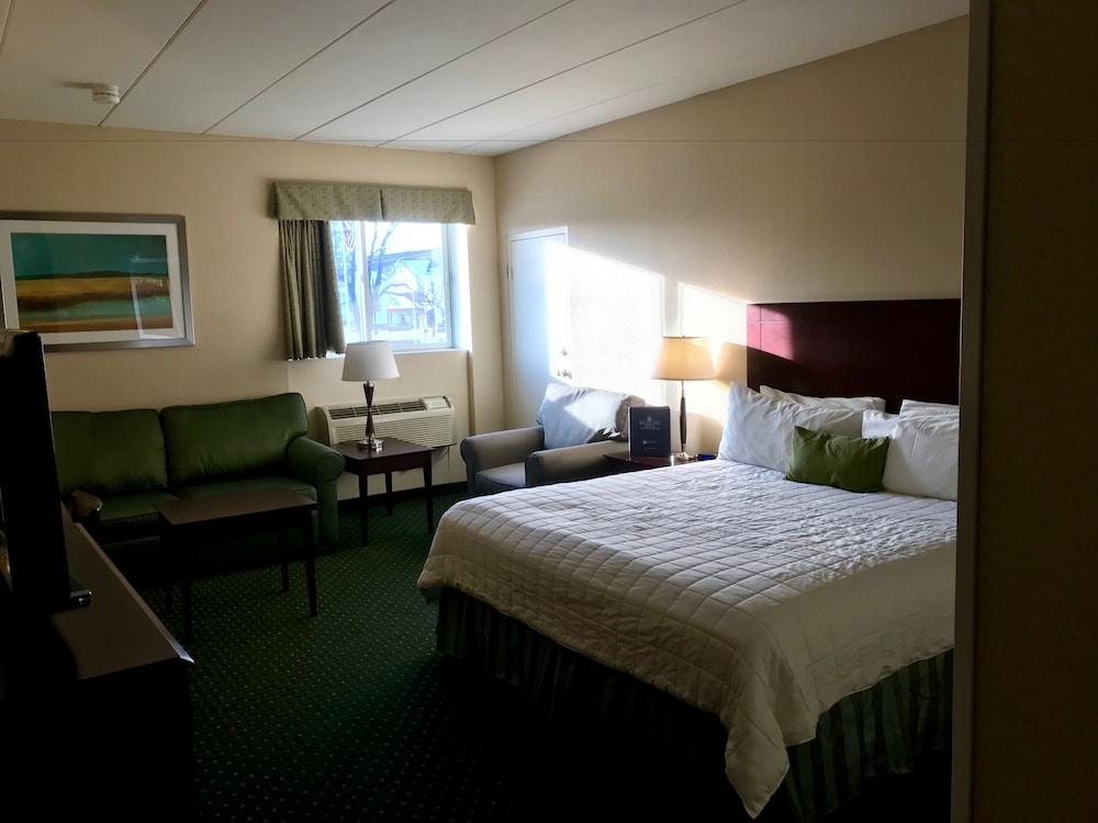 Heritage House Hotel in Hyannis | Hotel Rates & Reviews on