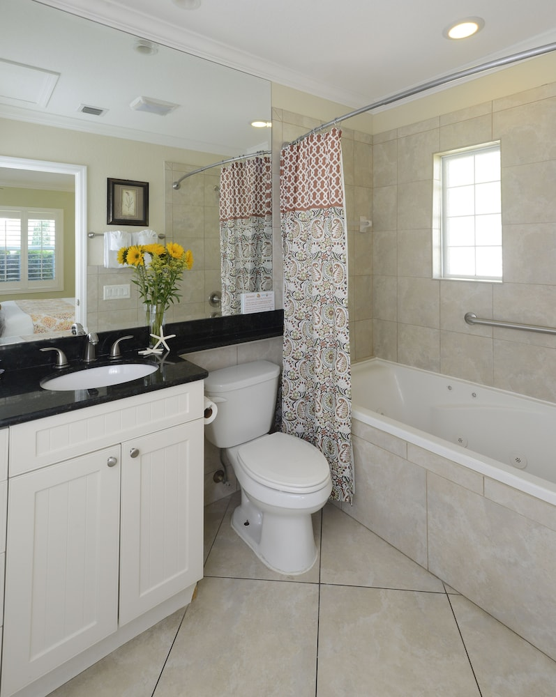 Bathroom, Tropical Beach Resorts