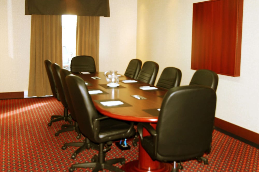 Meeting Facility, Hampton Inn & Suites by Hilton Laval