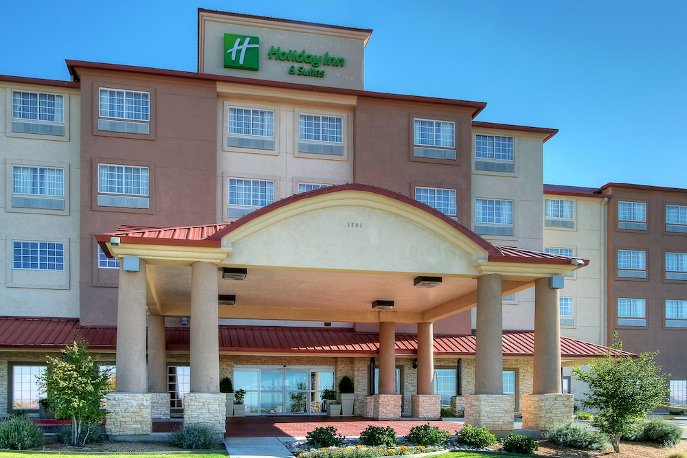 Senior Discounts. If you're 62 years or older, you can save at least 15% on your room rate at Marriott conbihaulase.cfon: Louisiana Blvd NE, Albuquerque, , New Mexico.