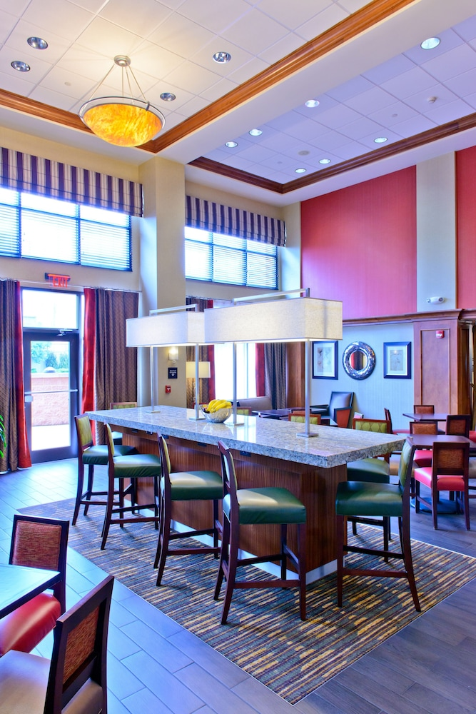 Breakfast Area, Hampton Inn & Suites Frederick-Fort Detrick