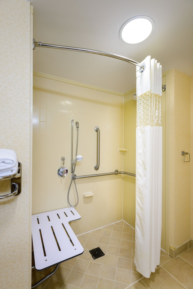 Bathroom, Hampton Inn & Suites Frederick-Fort Detrick