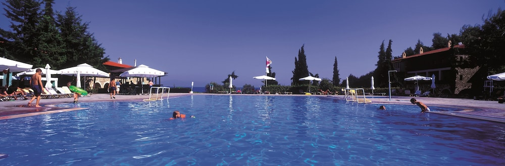 Outdoor Pool, GΗotels Simantro Beach