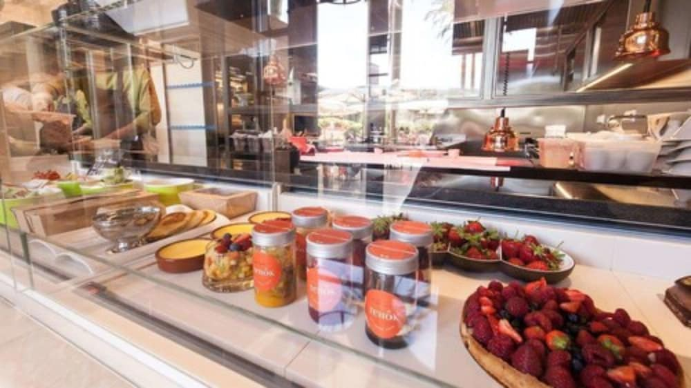 Breakfast buffet, Monte-Carlo Bay Hotel & Resort