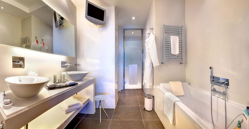 Bathroom, Monte-Carlo Bay Hotel & Resort