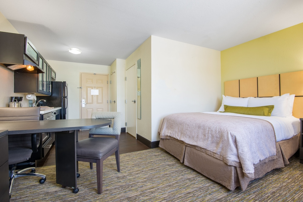 Room, Candlewood Suites Jefferson City, an IHG Hotel