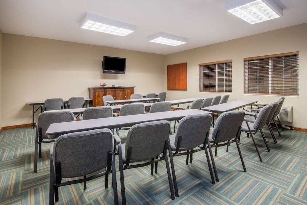 Meeting Facility, Candlewood Suites Jefferson City, an IHG Hotel