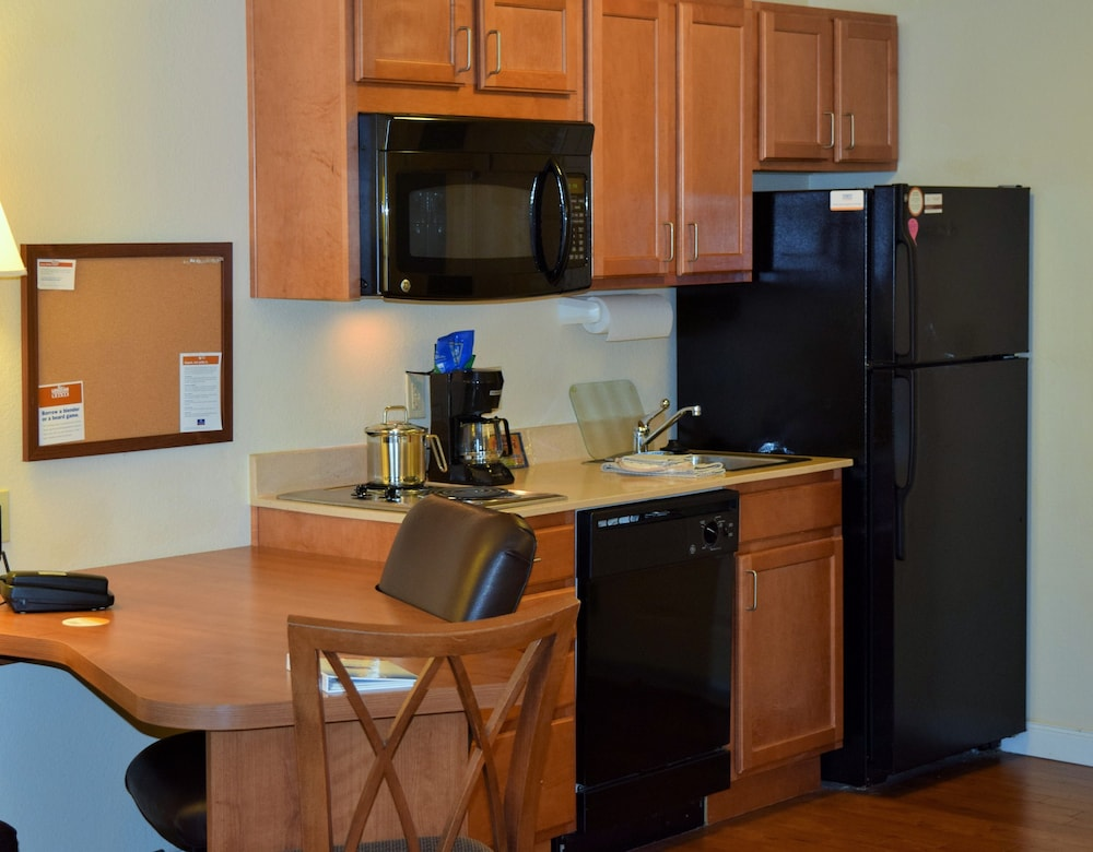 Private Kitchen, Candlewood Suites Jefferson City, an IHG Hotel
