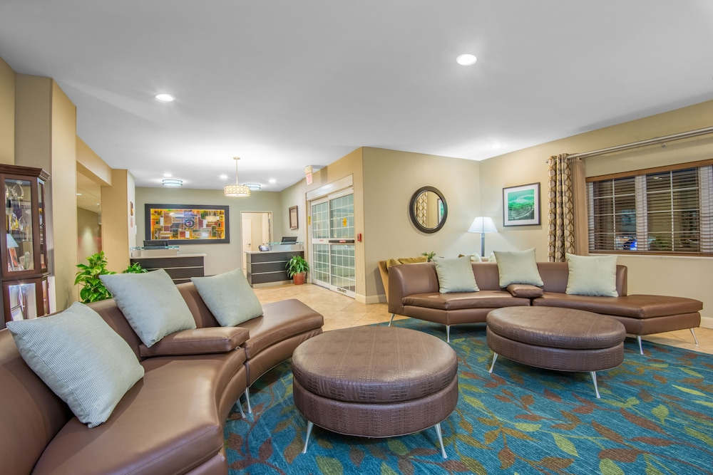 Lobby, Candlewood Suites Jefferson City, an IHG Hotel