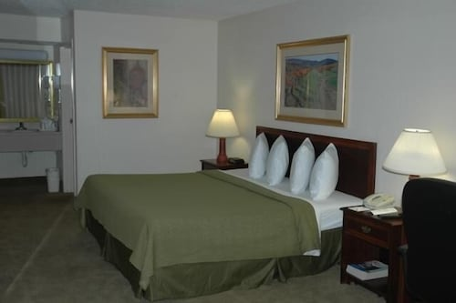 Room, Sawgrass Inn & Conference Center