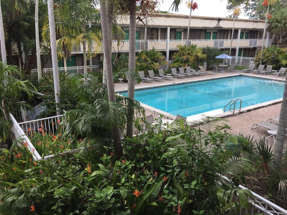 Outdoor Pool, Sawgrass Inn & Conference Center