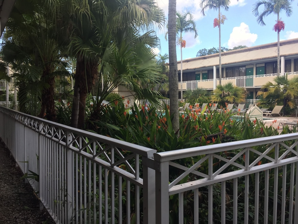 Property Grounds, Sawgrass Inn & Conference Center