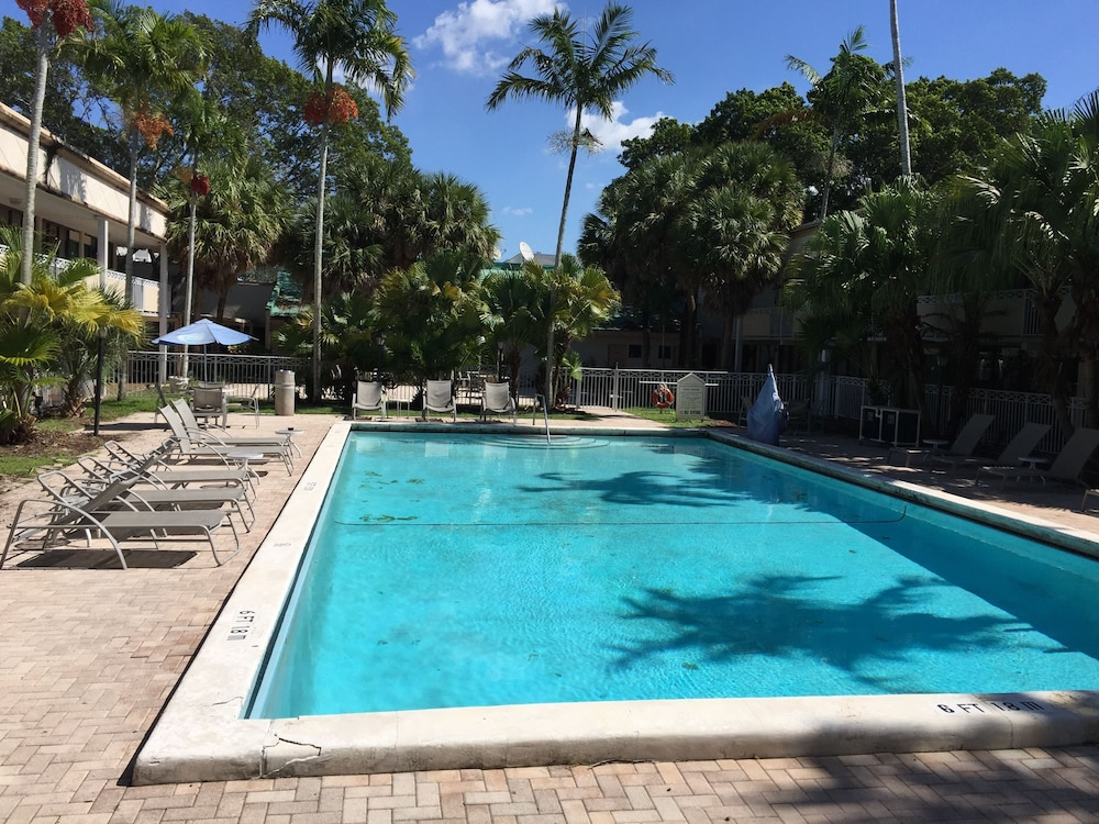 Pool, Sawgrass Inn & Conference Center