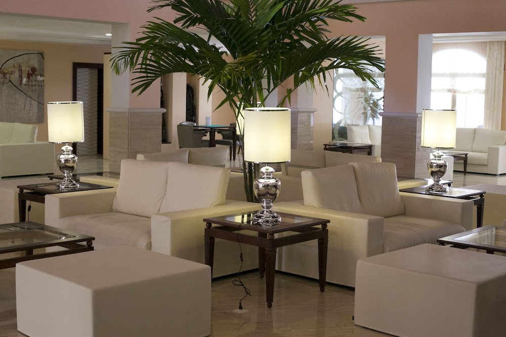 Lobby Sitting Area, Majestic Colonial Punta Cana - All Inclusive