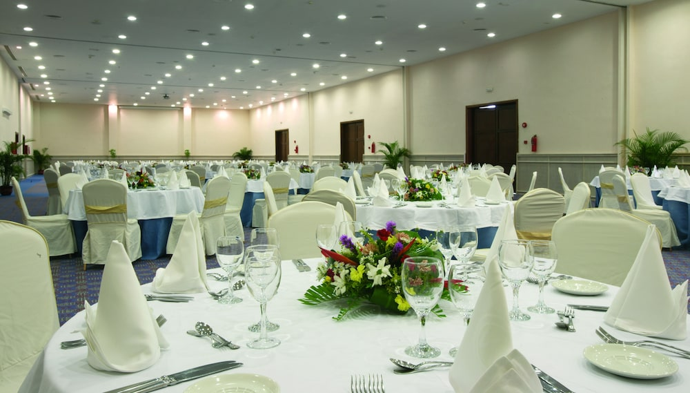 Banquet Hall, Majestic Colonial Punta Cana - All Inclusive