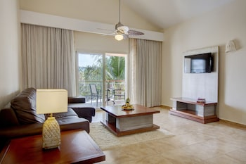 Suite, 1 Bedroom (with Indoor Jacuzzi) - Living Room