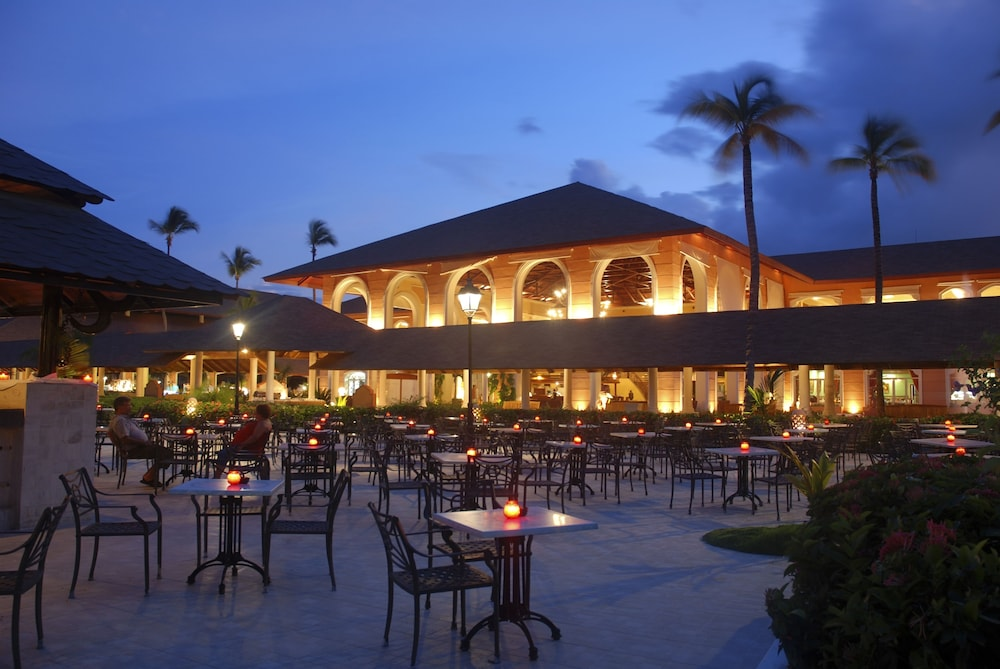 Outdoor Dining, Majestic Colonial Punta Cana - All Inclusive