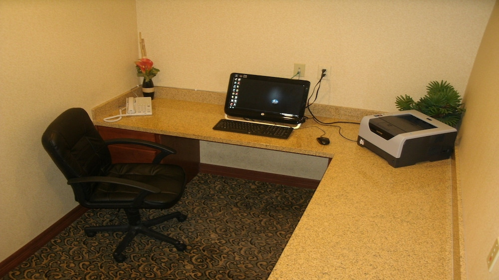 Business Center, Holiday Inn Express & Suites Lake Worth