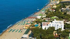 Spiaggia privata, ombrelloni, teli da spiaggia