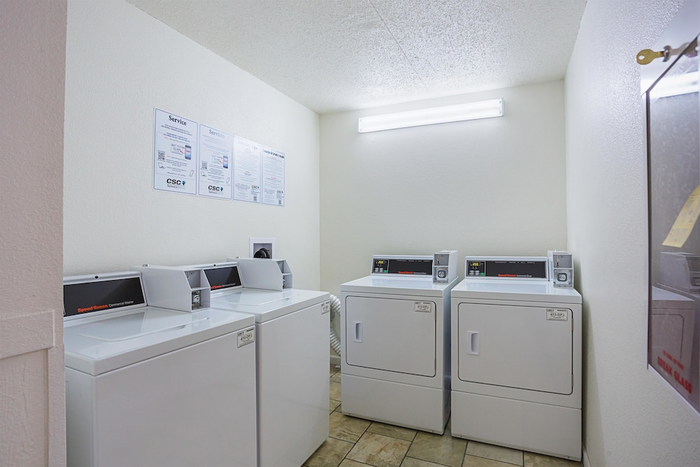 Laundry Room, Motel 6 Vicksburg, MS