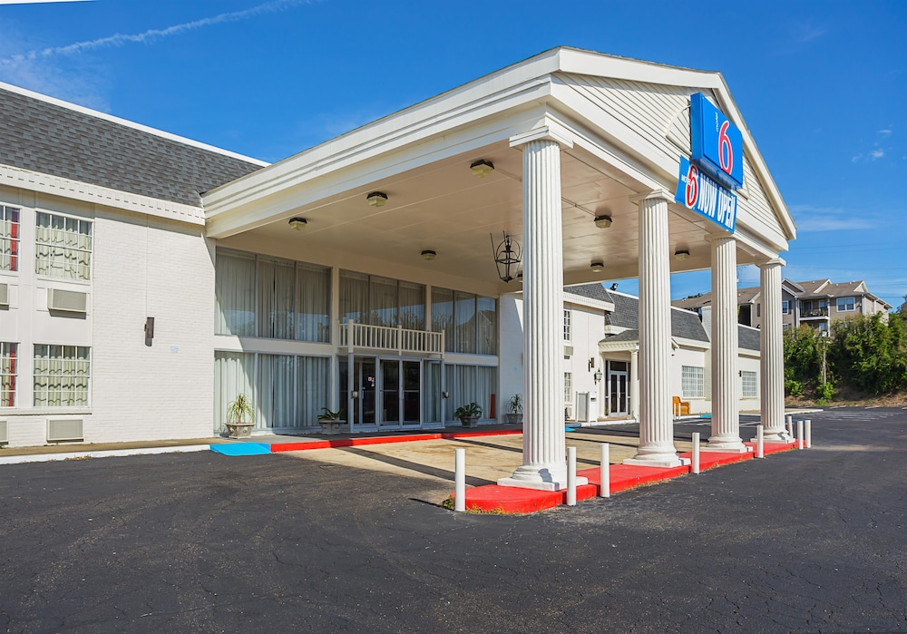 Front of Property, Motel 6 Vicksburg, MS