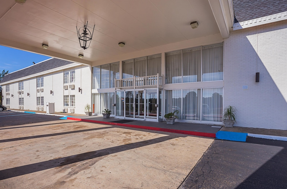 Property Entrance, Motel 6 Vicksburg, MS
