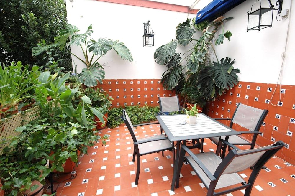 Casa de los azulejos cordoba esp for Azulejos para patios rusticos