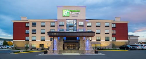 Great Place to stay Holiday Inn Express Hotel & Suites Bismarck near Bismarck