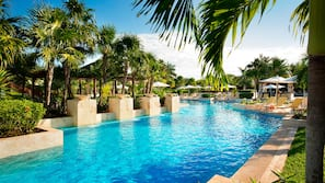 5 outdoor pools, pool umbrellas, sun loungers