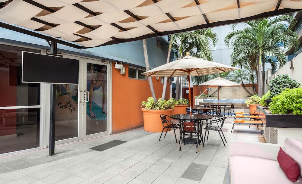 Howard johnson hotel guayaquil precios promociones y for Terrazas johnsons