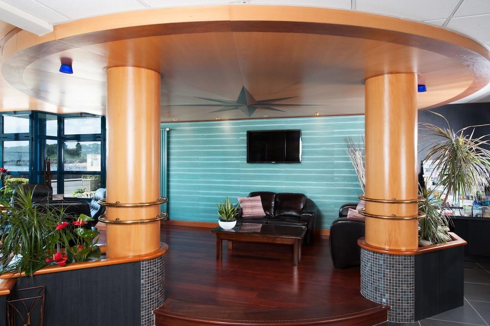 Hotel Restaurant De L Ocean Concarneau