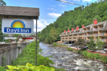 Days Inn by Wyndham Gatlinburg On The River