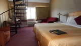 Admiralty Inn & Suites - Falmouth Hotels