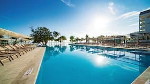 5 piscinas al aire libre, sombrillas, tumbonas