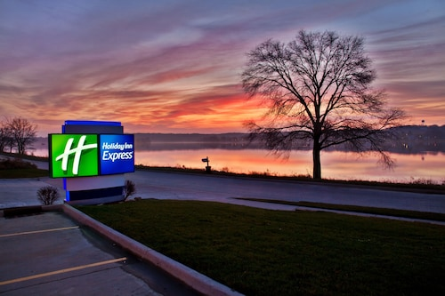 Holiday Inn Express Le Claire Riverfront-Davenport, an IHG Hotel