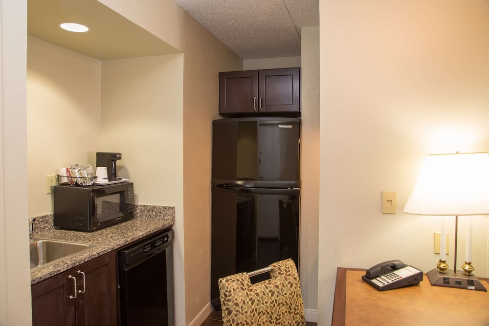 Private Kitchen, Hampton Inn & Suites Albany-Downtown