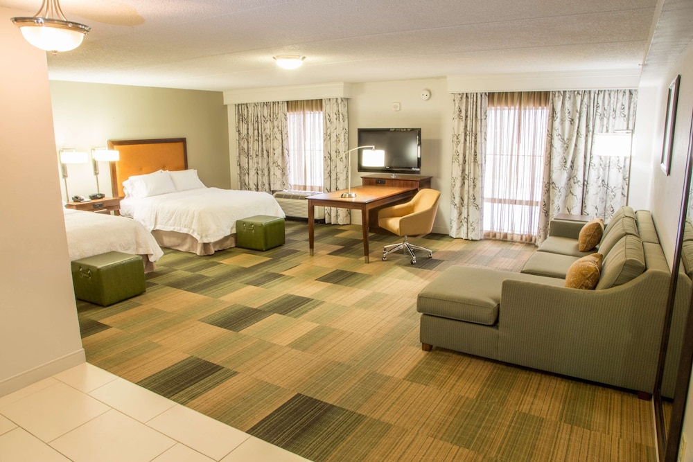 Living Area, Hampton Inn & Suites Albany-Downtown