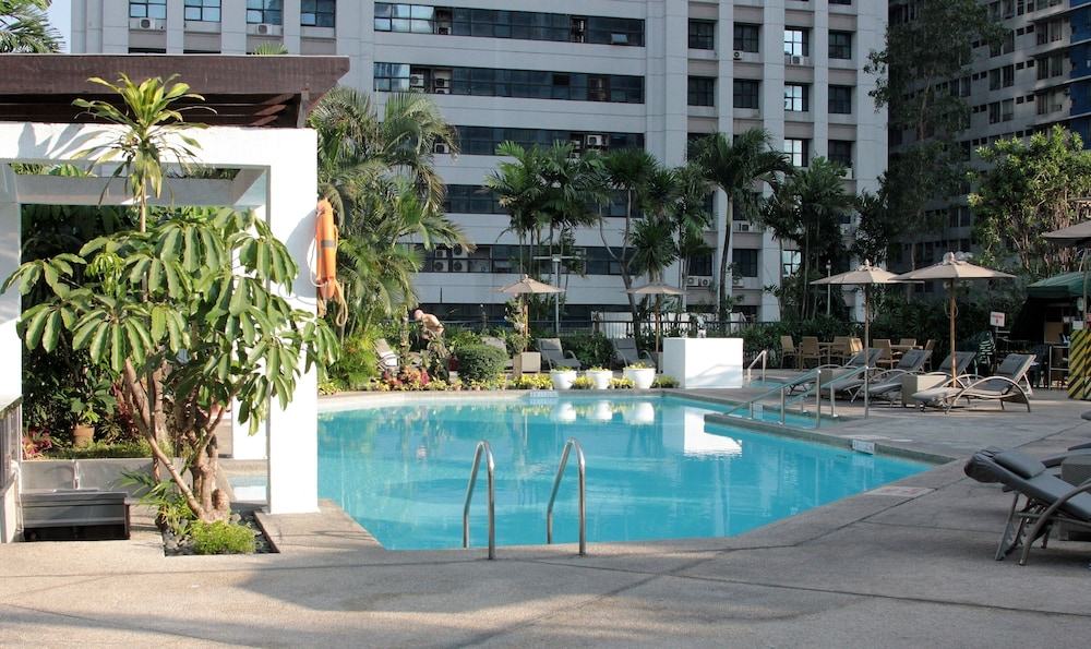 Pool, Crowne Plaza Manila Galleria