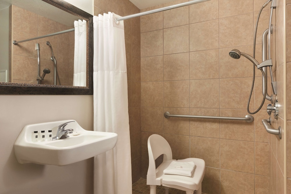 Bathroom, Country Inn & Suites by Radisson, Gainesville, FL