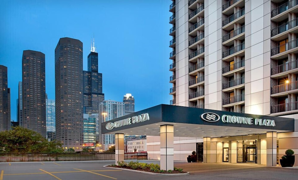 Book crowne plaza chicago west loop chicago hotel deals for Chicago accommodation deals