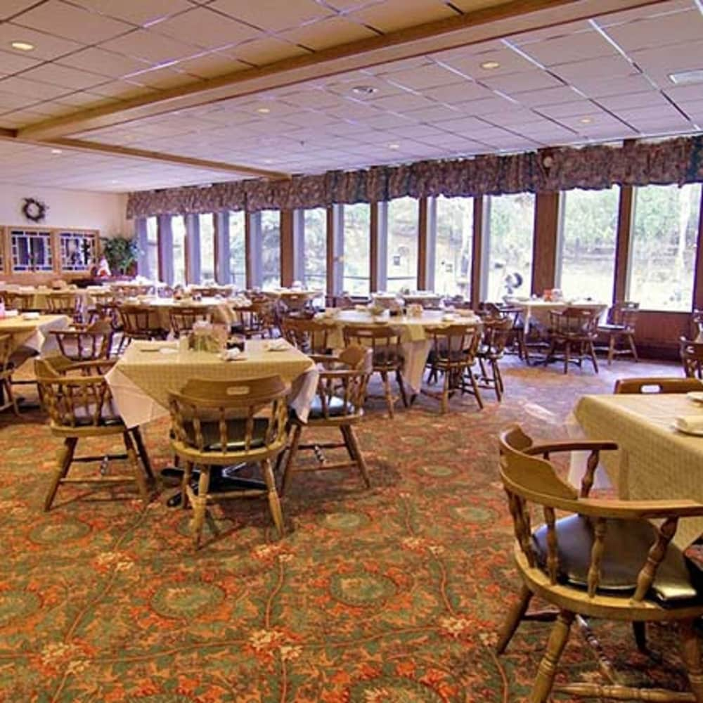 Restaurant, Voyageur Inn and Conference Center
