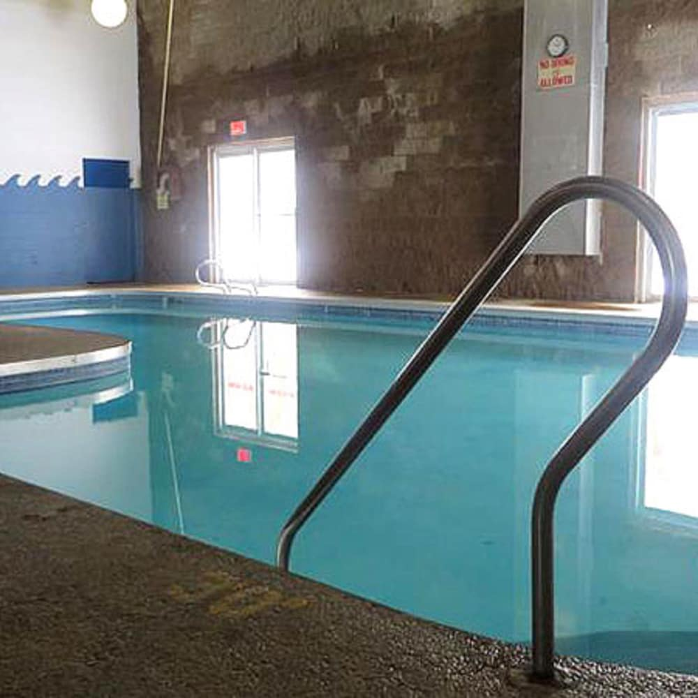 Pool, Voyageur Inn and Conference Center