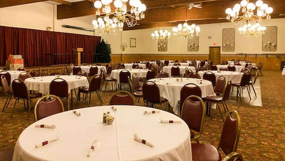 Ballroom, Voyageur Inn and Conference Center