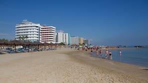 Spiaggia privata nelle vicinanze, lettini da mare, ombrelloni, windsurf