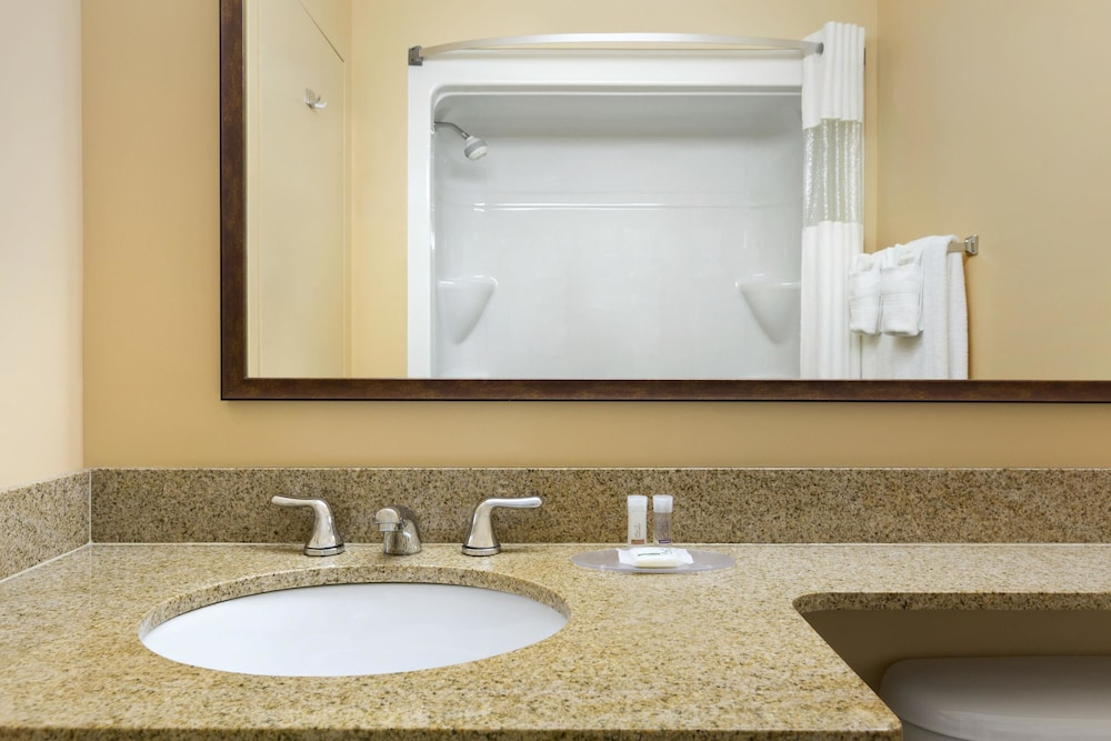 Bathroom, Days Inn & Conference Centre by Wyndham Oromocto