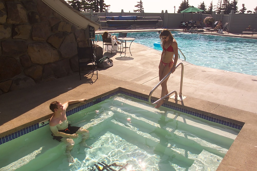 Outdoor Spa Tub, Timberline Lodge