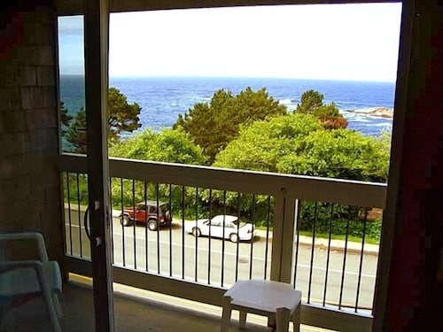 Balcony, Travelodge by Wyndham Depoe Bay